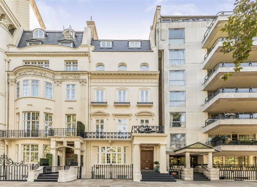 Properties to let in Hyde Park Gate - SW7 5EW view1
