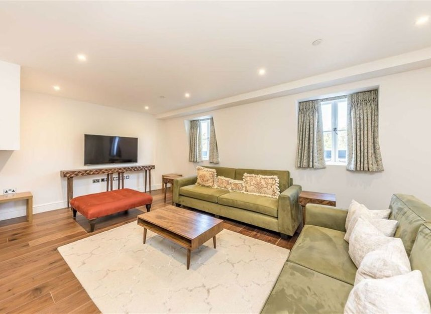 Properties to let in Hyde Park Gate - SW7 5EW view2