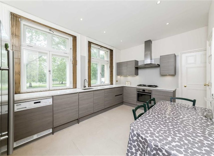 Properties let in Hyde Park Place - W2 2LH view3