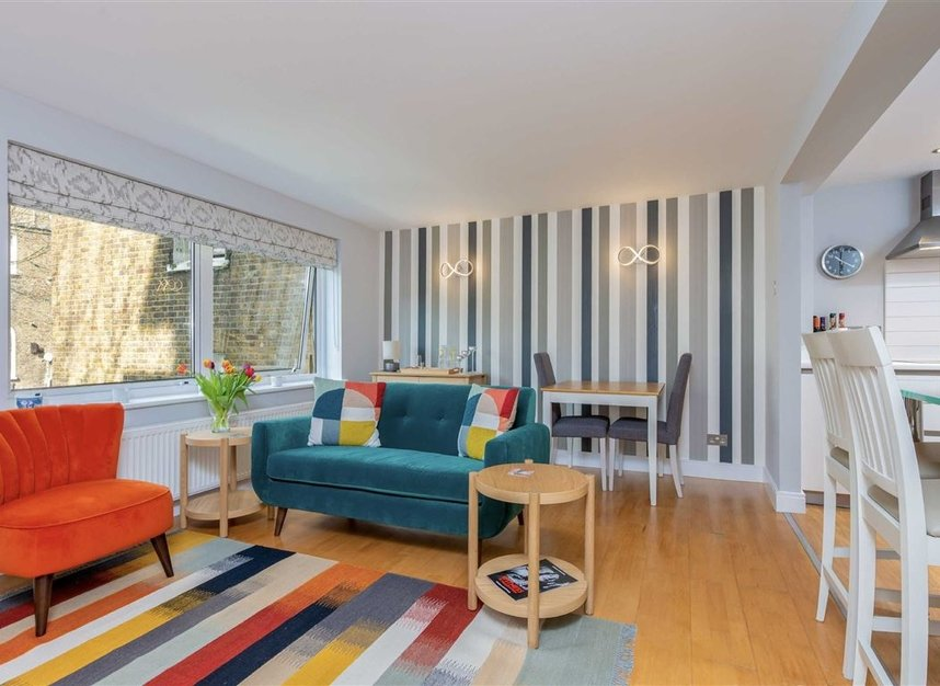 2 Bedrooms 1 Bathrooms short let flat to rent in Kensington Gardens Square - W2 4BG view2