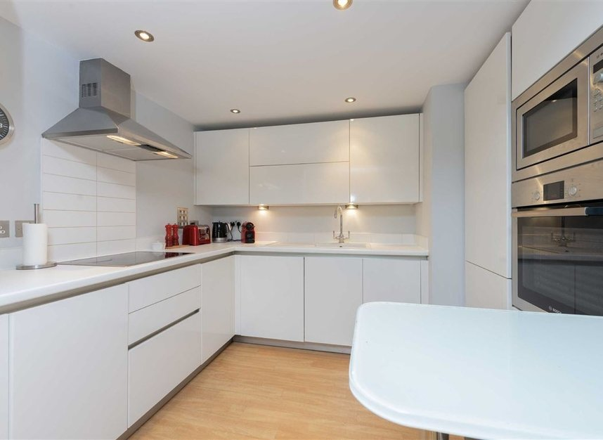2 Bedrooms 1 Bathrooms short let flat to rent in Kensington Gardens Square - W2 4BG view4
