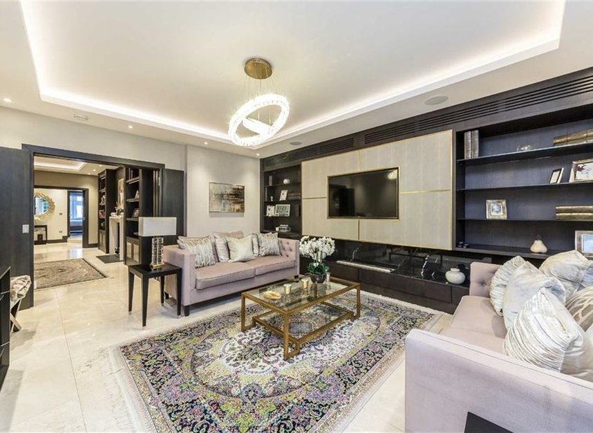 Properties to let in Knightsbridge - SW1X 7JP view2