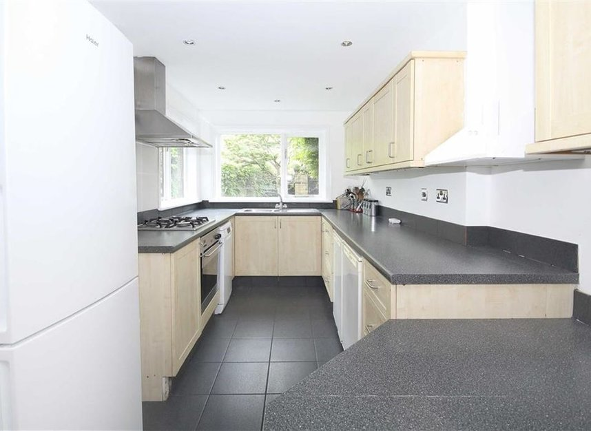 Properties to let in Linkfield Road - TW7 6QG view4