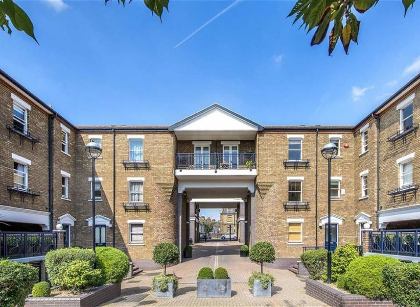 Properties to let in Marryat Square - SW6 6UA view1