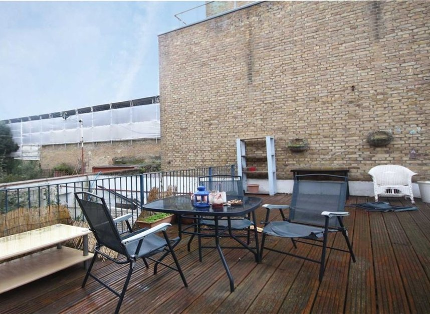 Properties to let in Meadow Road - SW8 1PP view4