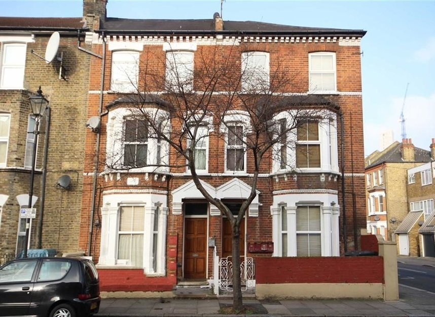 Properties to let in Meadow Road - SW8 1PP view1