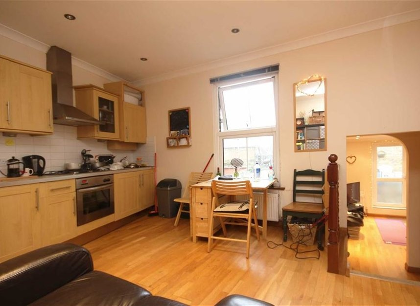 Properties to let in Meadow Road - SW8 1PP view3