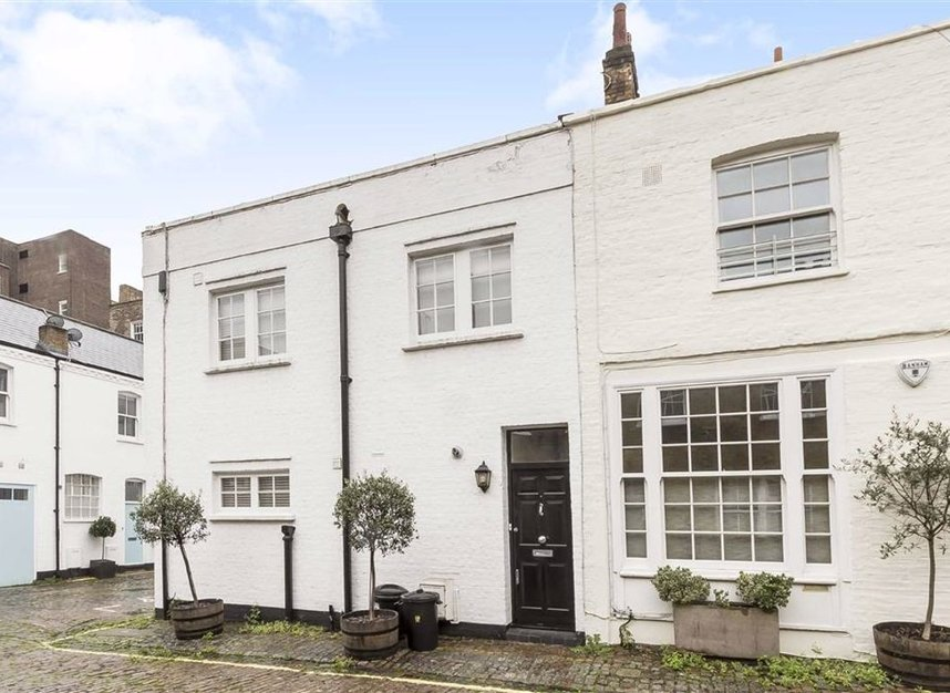 Properties to let in Montagu Mews North - W1H 2JR view1