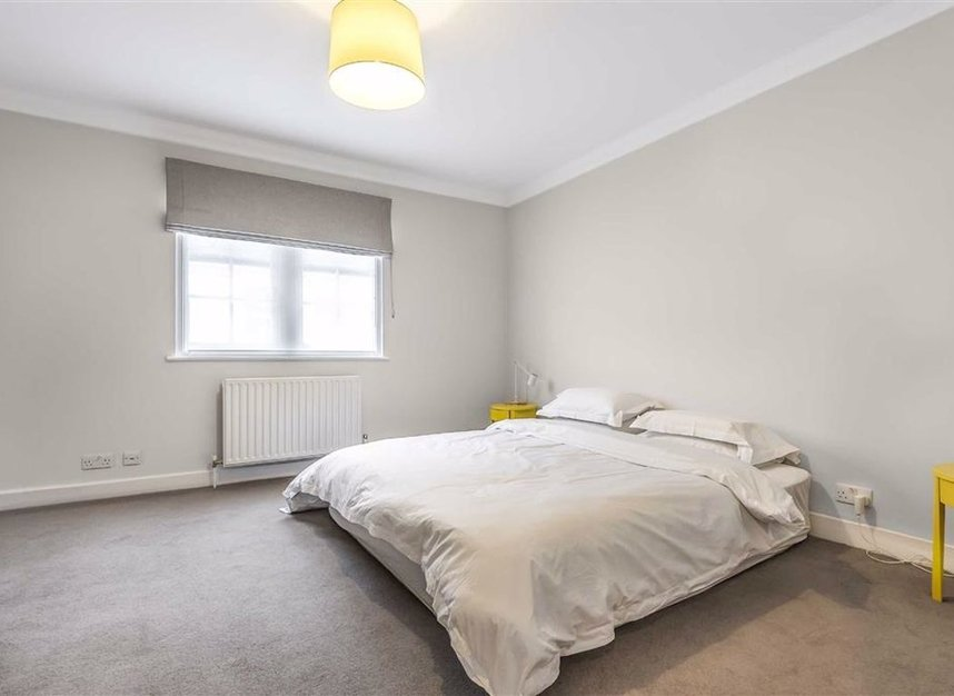 Properties to let in Montagu Mews North - W1H 2JR view6