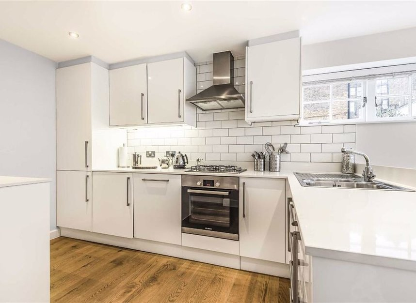 Properties to let in Montagu Mews North - W1H 2JR view5