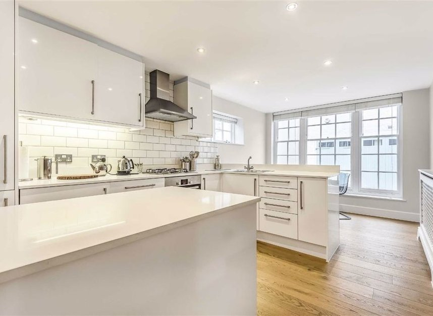 Properties to let in Montagu Mews North - W1H 2JR view2