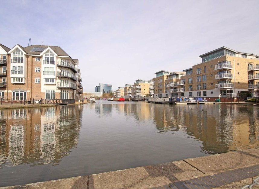 Narrowboat Avenue, Brentford, TW8