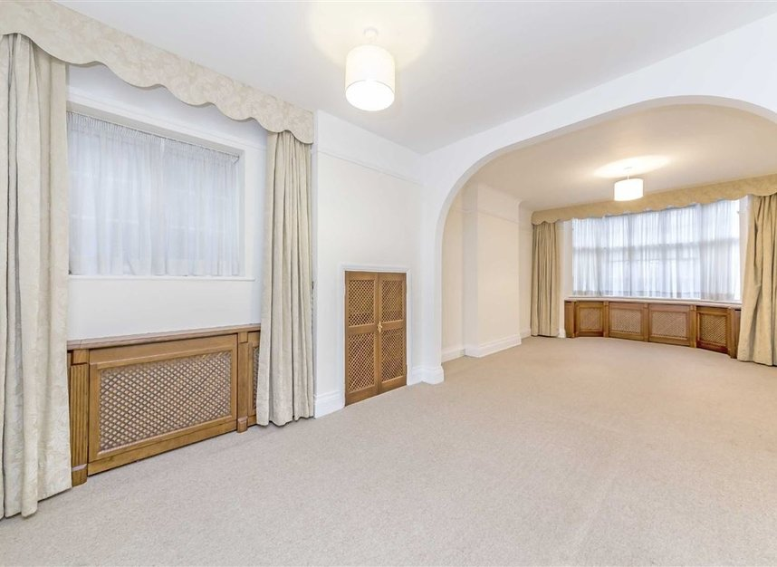 Properties to let in North End Road - NW11 7RH view2