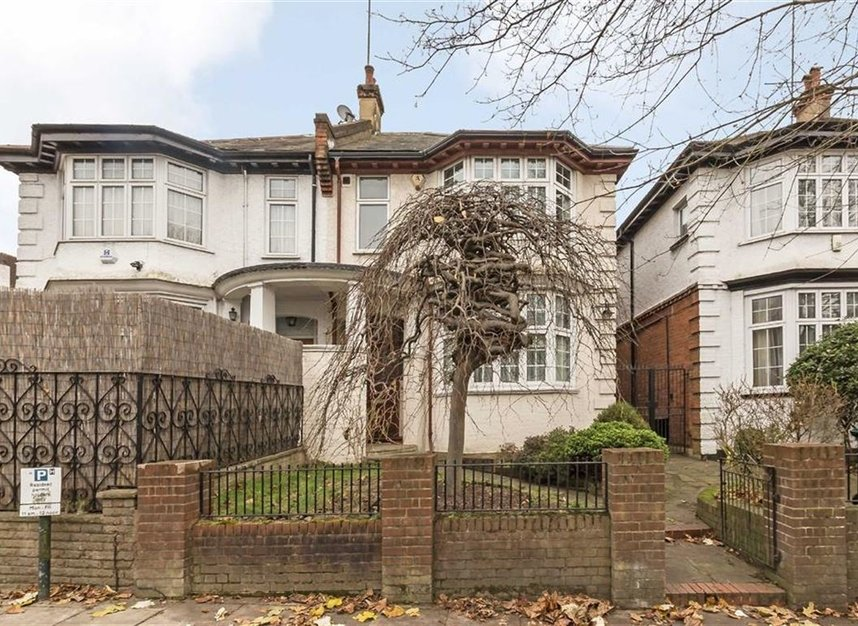 Properties to let in North End Road - NW11 7RH view1