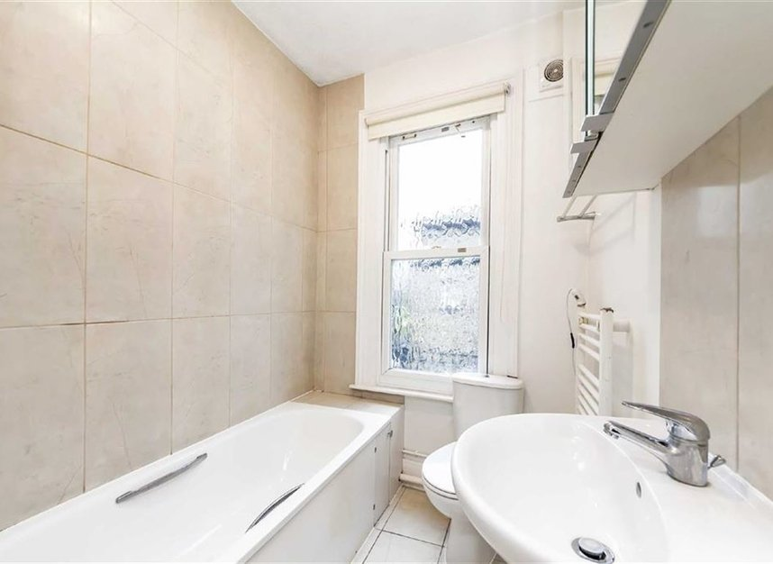 Properties to let in Parkgate Road - SW11 4NU view5