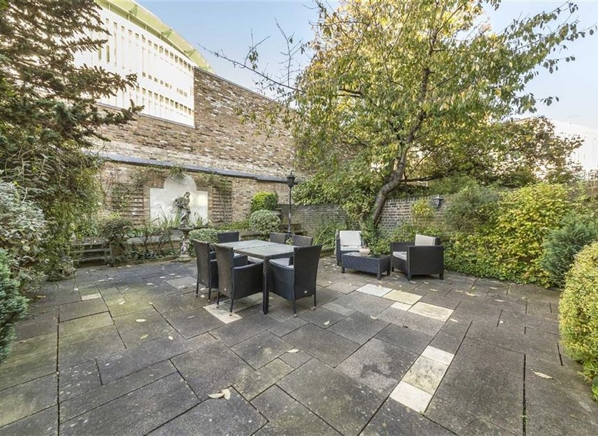 Properties to let in Philbeach Gardens - SW5 9EE view6