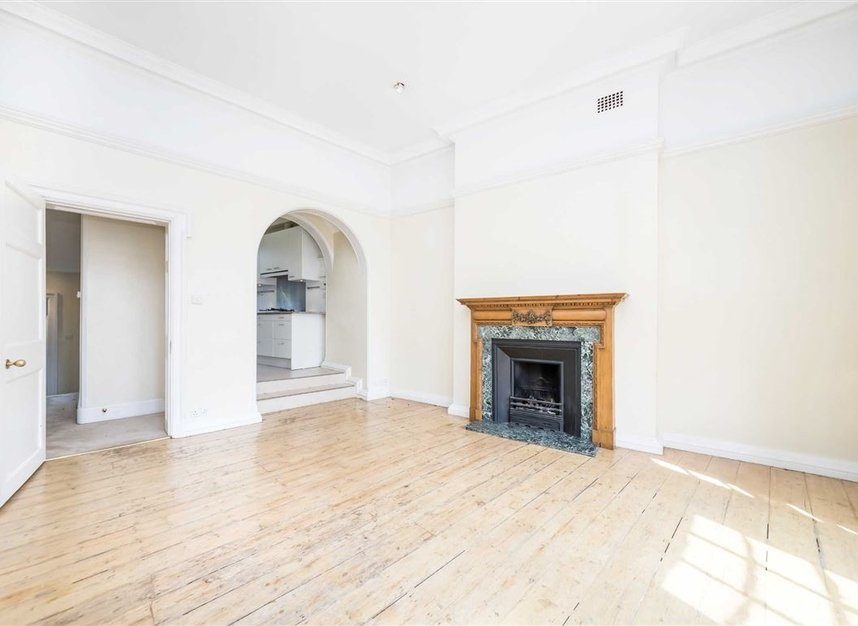 Properties to let in Pilgrims Lane - NW3 1SJ view2