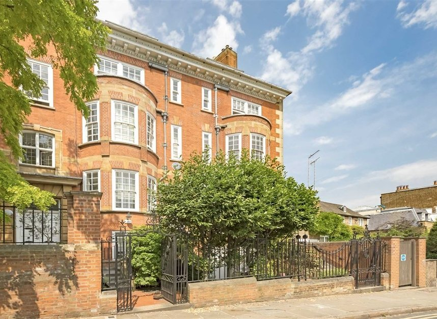 Properties to let in Pilgrims Lane - NW3 1SJ view1