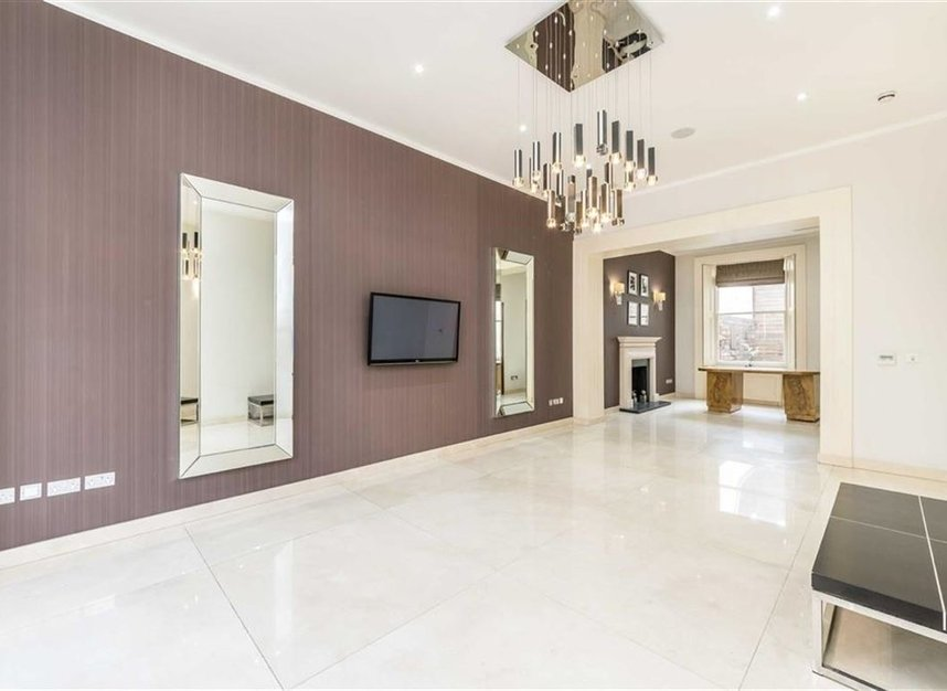 Properties to let in Queensberry Place - SW7 2DR view3