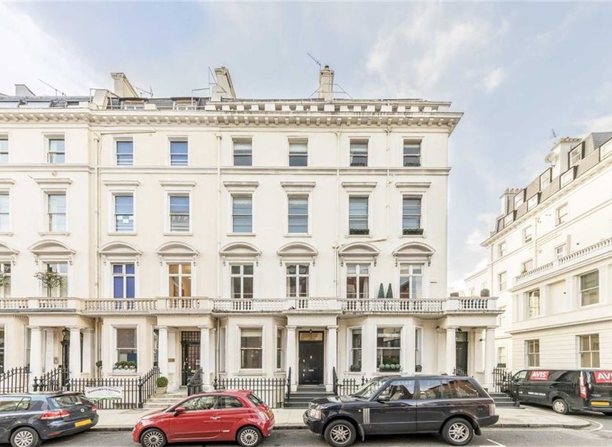 Properties to let in Queensberry Place - SW7 2DR view1