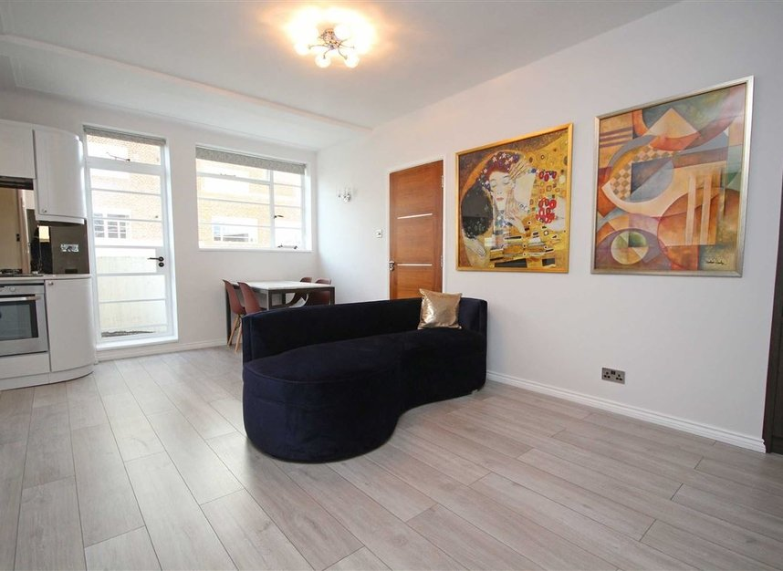 Properties to let in Sheen Road - TW9 1AY view2