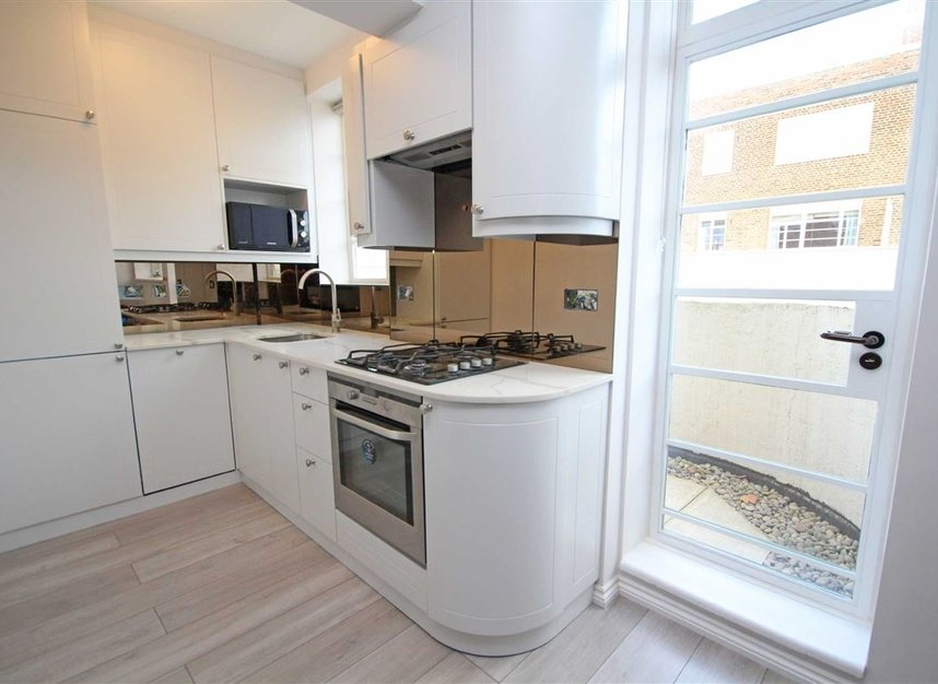 Properties to let in Sheen Road - TW9 1AY view3