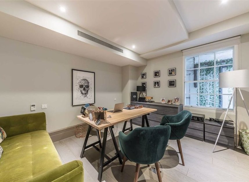 Properties to let in Soho Square - W1D 3QD view5