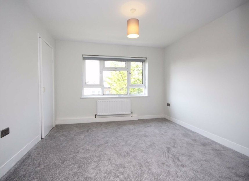 Properties to let in South Street - TW7 7AB view4