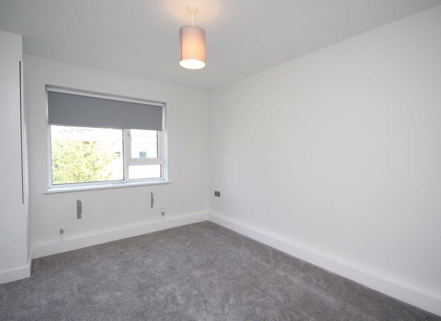 Properties to let in South Street - TW7 7AB view5
