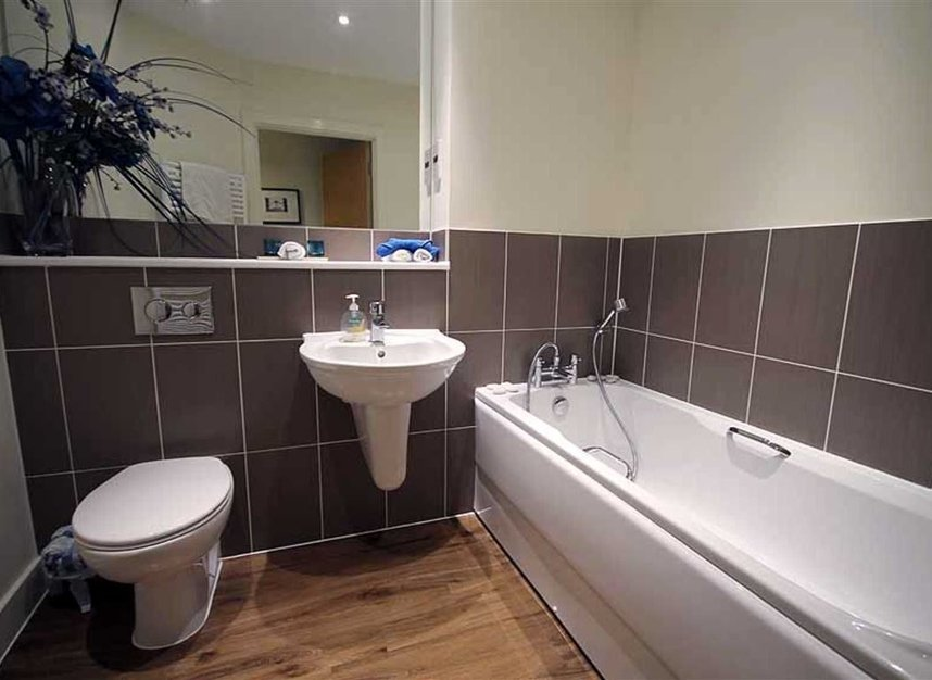 Properties to let in Southcott Road - TW11 0BZ view6