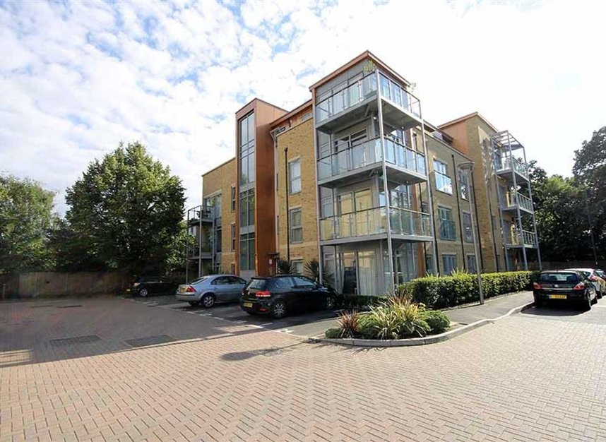 Properties to let in Southcott Road - TW11 0BZ view1