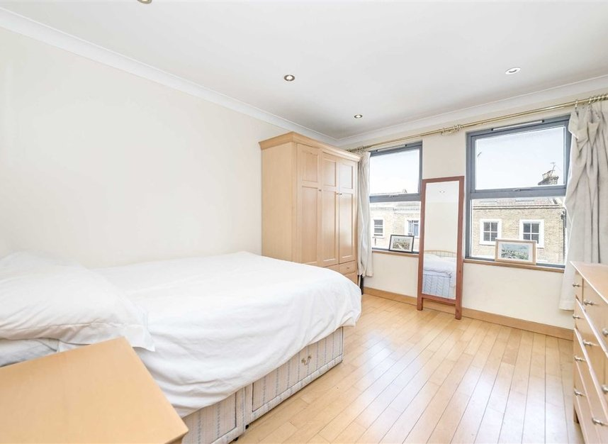 Properties to let in Southgate Road - N1 3HA view5