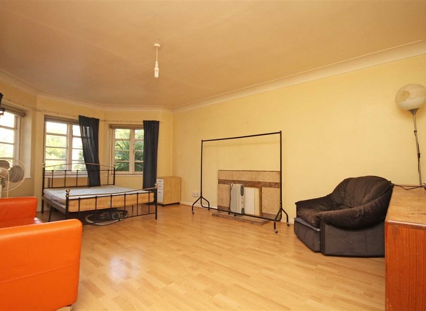 Properties to let in St. Marks Hill - KT6 4LP view2