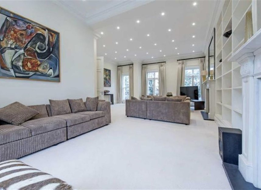 Properties to let in Thurloe Place - SW7 2SP view2