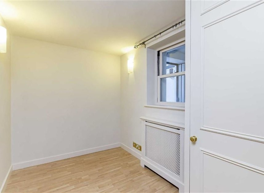 Properties to let in Thurloe Square - SW7 2SX view5