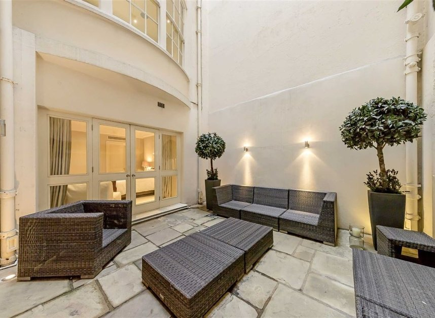 Properties to let in Upper Grosvenor Street - W1K 2NA view8