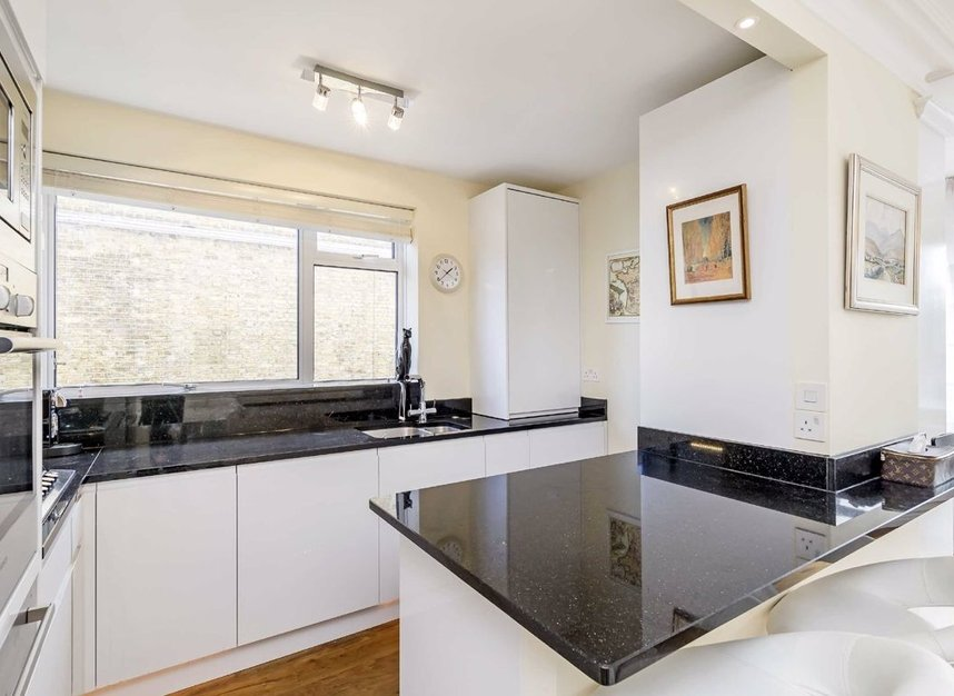 2 Bedrooms 1 Bathrooms short let flat to rent in Weymouth Street - W1G 6NU view3
