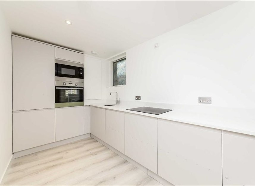 Properties let in White Hart Yard - SE1 1NX view3
