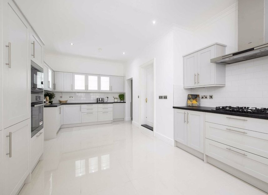 Properties to let in Woods Mews - W1K 7DL view5