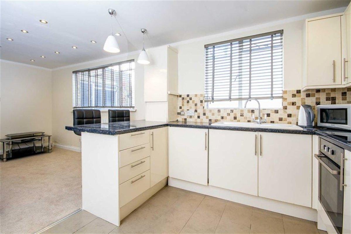 Flat for sale in gloucester terrace london w2 dexters for 2 4 6 inverness terrace bayswater london england