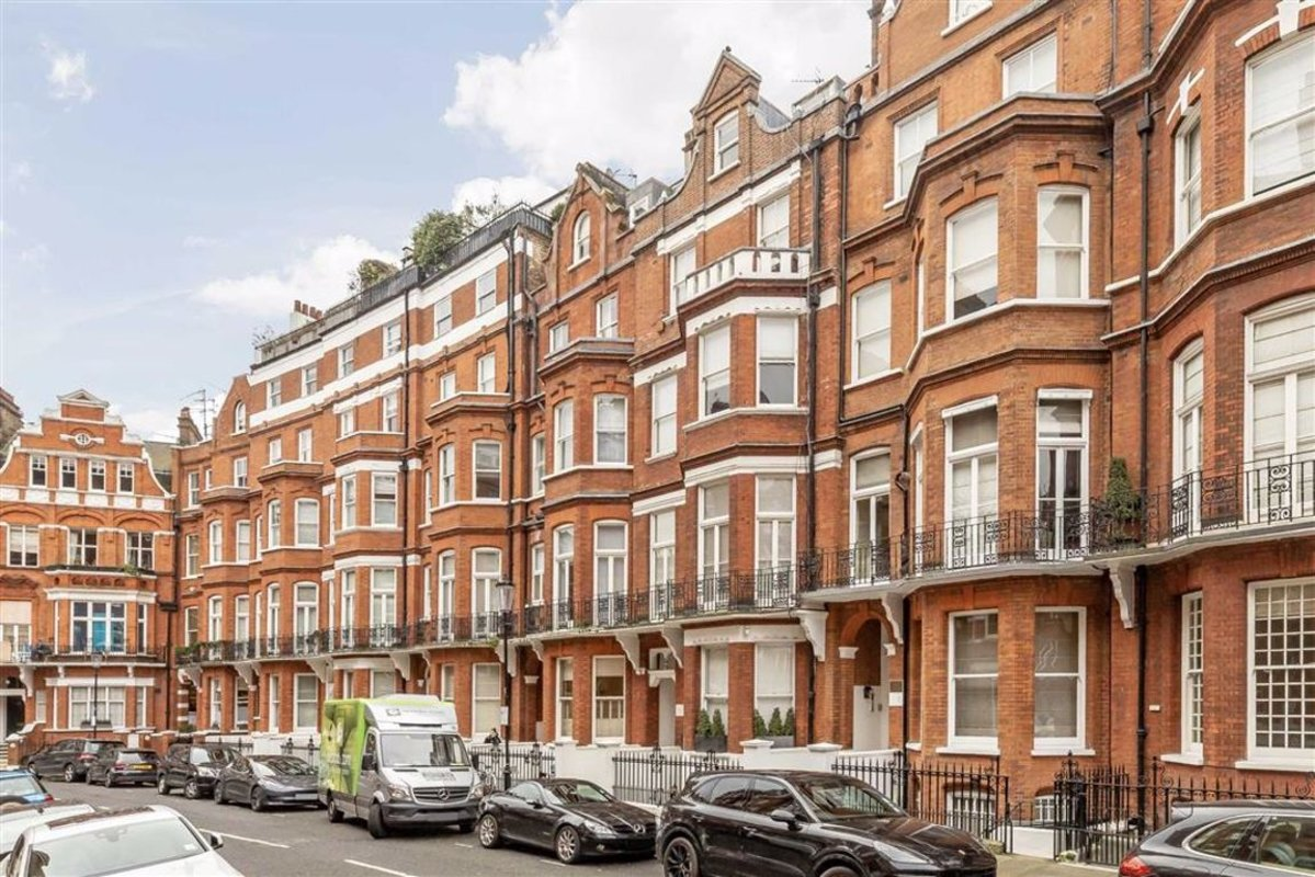 Studio to rent in Egerton Gardens, London, SW3 | Dexters