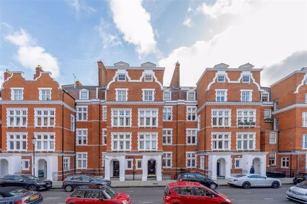 Studio to rent in Evelyn Gardens, London, SW7 | Dexters