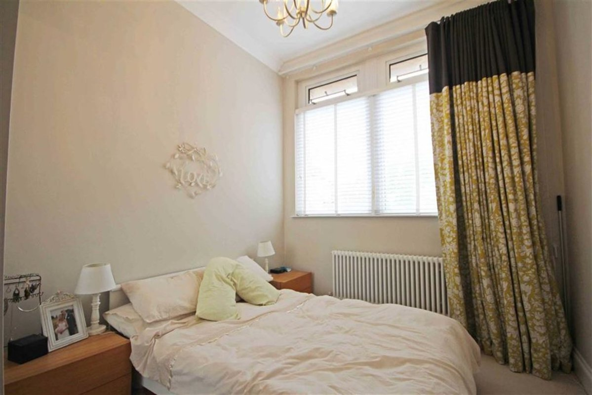 Flat To Rent In High Street Hampton Tw12 Dexters