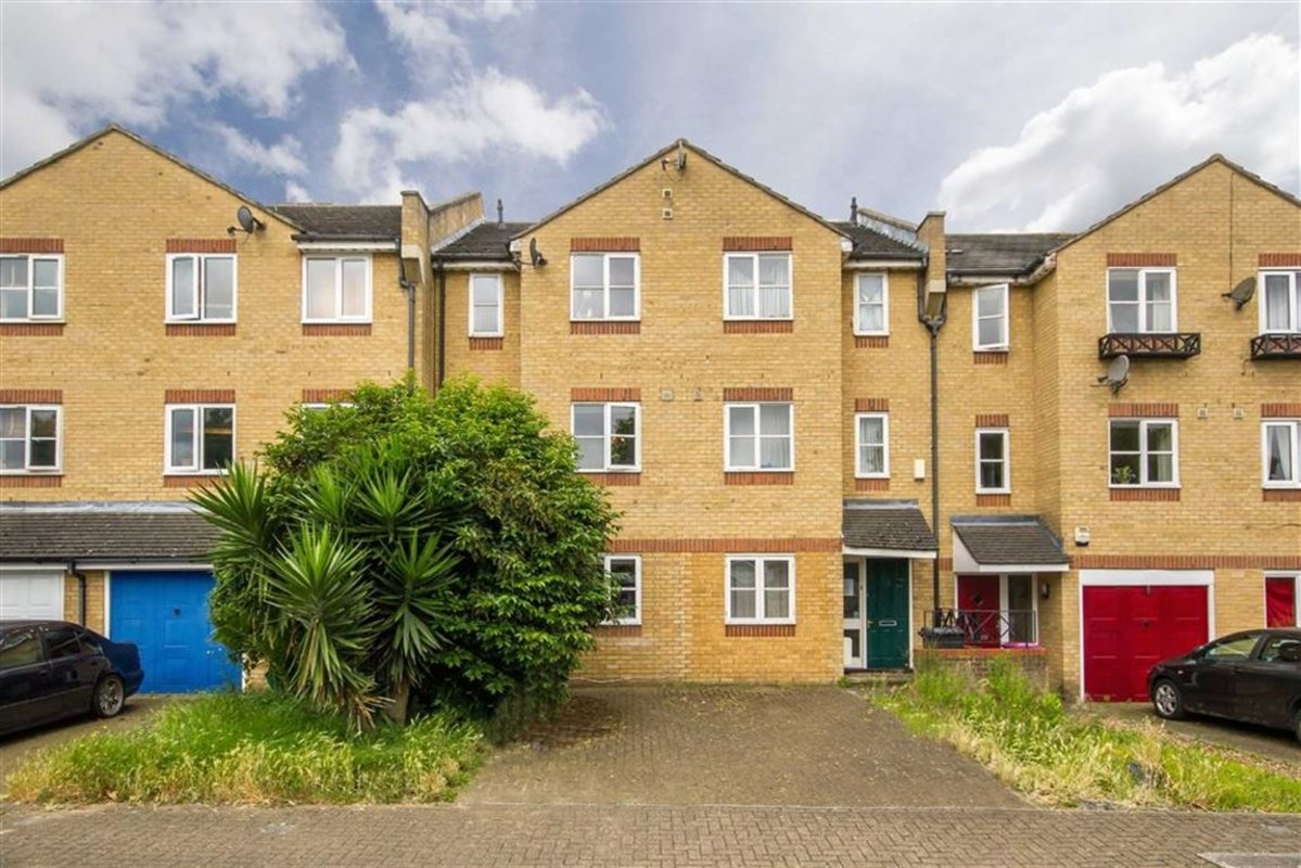 Flat to rent in mast house terrace london e14 dexters for 2 4 6 inverness terrace bayswater london england